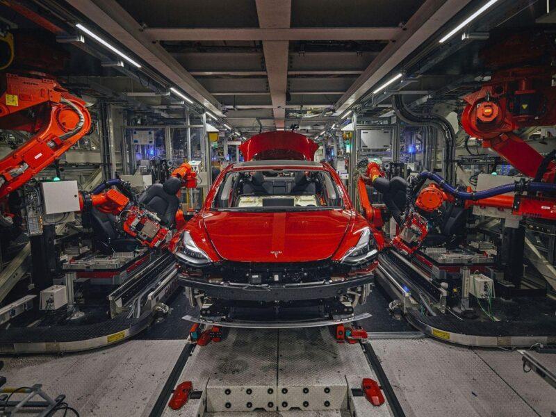 Zavod Tesla protsess sborki Cronos Asia