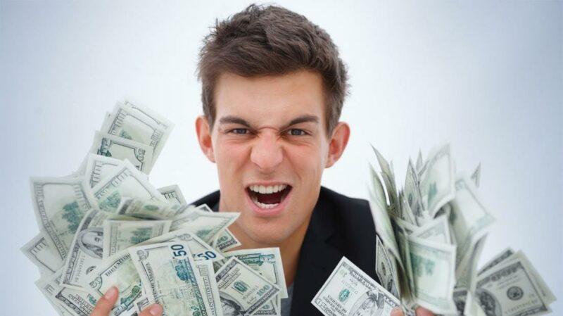 Студент набрал займов на 2 млн тенге, а виноватыми сделали кредиторов