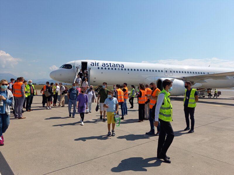 aeroport samolet Cronos Asia